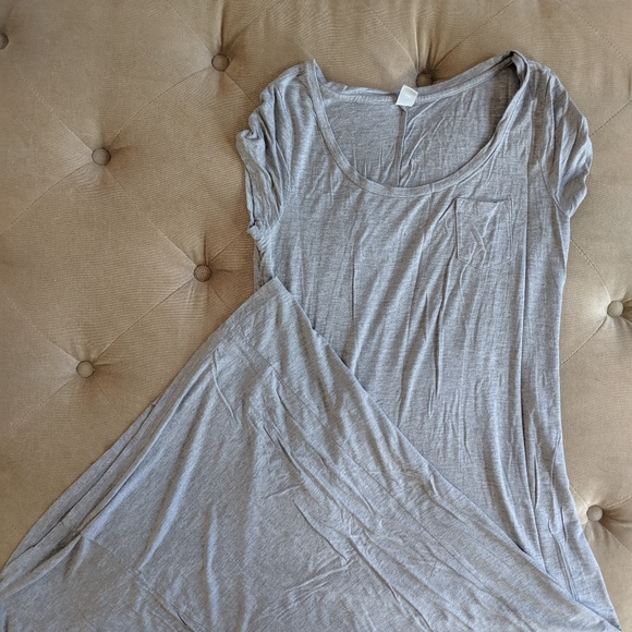 Old Navy Dresses & Skirts - Old Navy short sleeve maxi dress.